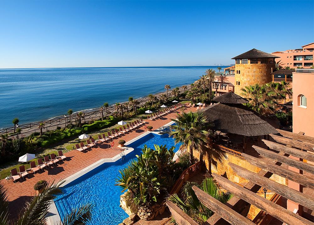 S jour golf et h tel 5 toiles bord de mer avec spa for Hotel a la clusaz avec piscine